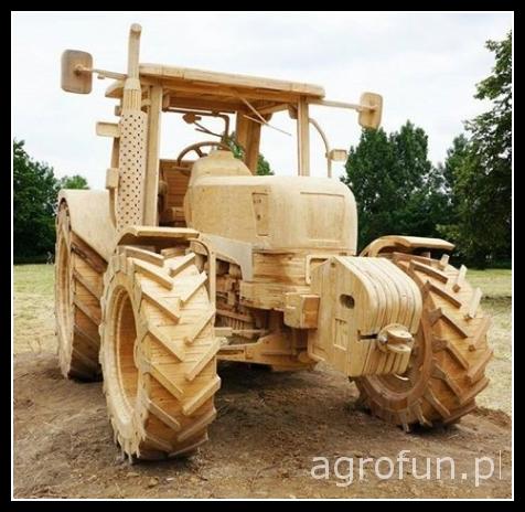 Drewniany Traktor