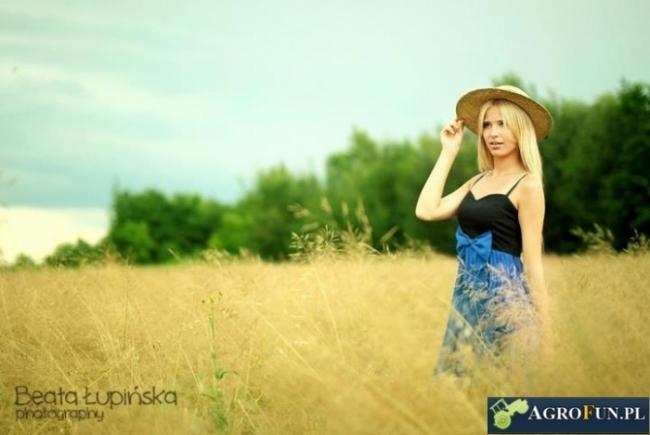 Piękne kobiety na wsi